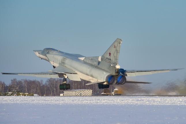 Ghế phóng của máy bay ném bom Tu-22M3 bất ngờ kích hoạt khiến 3 binh sĩ thiệt mạng ảnh 1