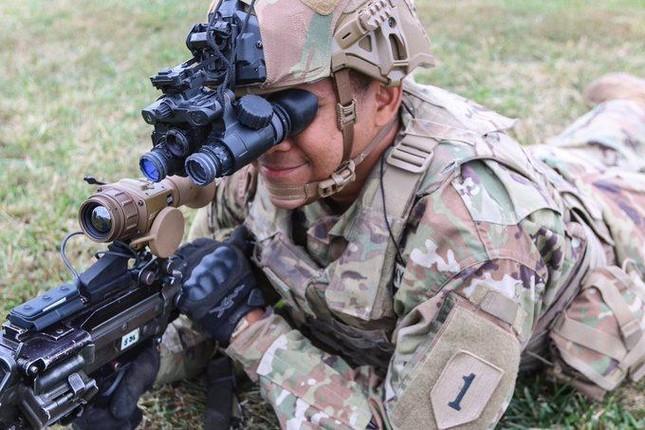 Kính nhìn đêm đặc biệt giúp lính Mỹ thấy mọi thứ rõ như ban ngày ảnh 2