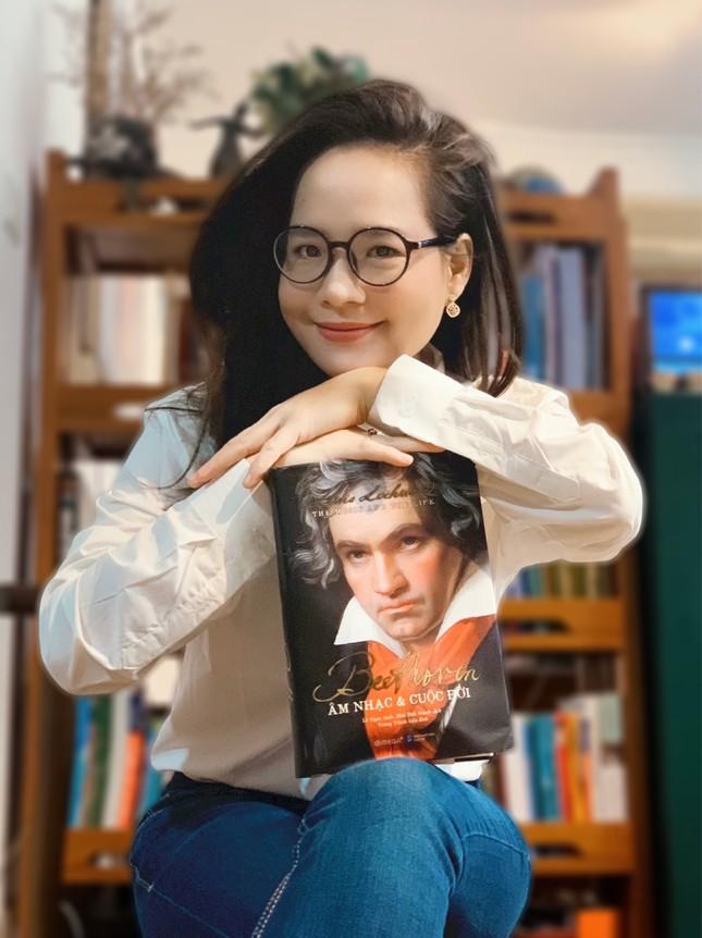 Đinh Hoài Xuân xinh đẹp trong vai trò đại sứ cho… sách về Beethoven ảnh 1