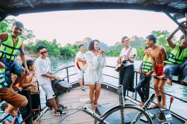 Thái Thùy Linh du ca với xe địa hình ảnh 4