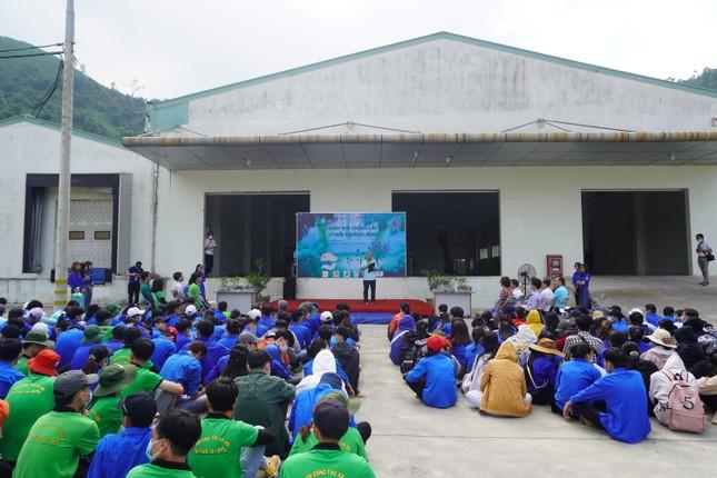 Sinh viên Đà Nẵng trồng cây xanh gây dựng Công viên khoa học ảnh 1