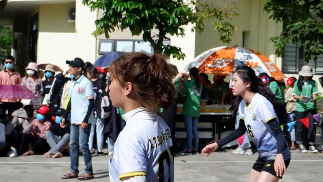 Sinh viên Lào vui Tết cổ truyền Bunpimay xa quê ảnh 1