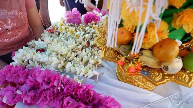 Sinh viên Lào vui Tết cổ truyền Bunpimay xa quê ảnh 6