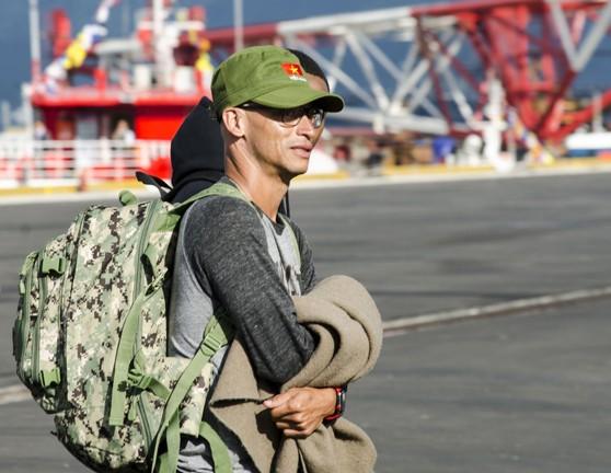 Hải quân Mỹ đội mũ cối, mũ tai bèo trong ngày tạm biệt Đà Nẵng ảnh 2