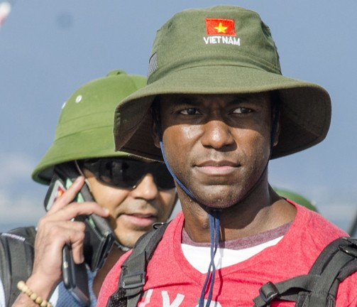 Hải quân Mỹ đội mũ cối, mũ tai bèo trong ngày tạm biệt Đà Nẵng ảnh 3