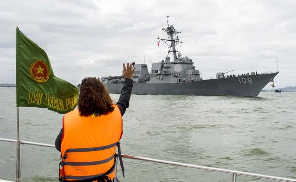 Hải quân Mỹ đội mũ cối, mũ tai bèo trong ngày tạm biệt Đà Nẵng ảnh 5