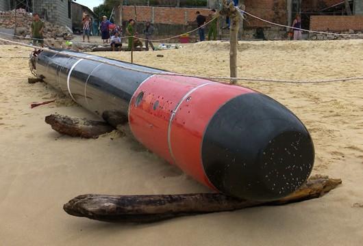 Phát hiện ngư lôi dài gần 7 mét trôi dạt trên biển Phú Yên ảnh 4
