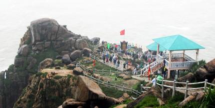 Lễ chào cờ nơi đón ánh bình minh đầu tiên ở Việt Nam ảnh 3