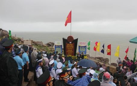 Lễ chào cờ nơi đón ánh bình minh đầu tiên ở Việt Nam ảnh 1