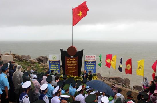 Lễ chào cờ nơi đón ánh bình minh đầu tiên ở Việt Nam ảnh 2