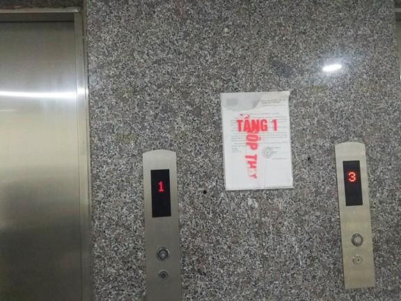 Thanh niên bò sát đất ngó váy cô gái trong thang máy không phải dân chung cư ảnh 2