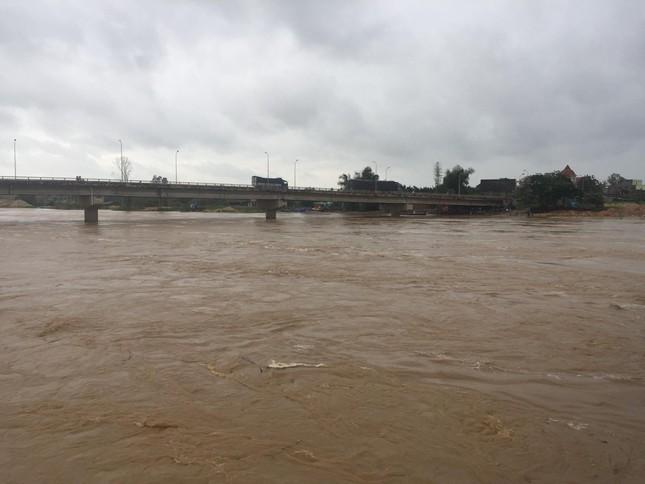 Sau bão số 5: Quảng Ngãi hư hại hơn 400 nhà, sóng đánh sập kè ở Bình Định ảnh 7