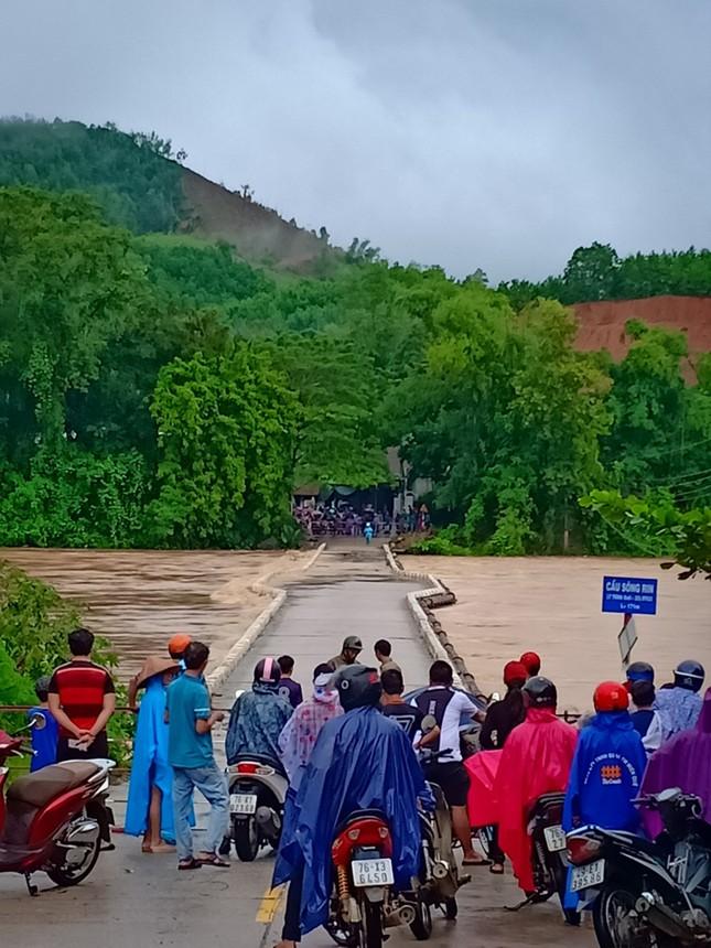 Sau bão số 5: Quảng Ngãi hư hại hơn 400 nhà, sóng đánh sập kè ở Bình Định ảnh 10