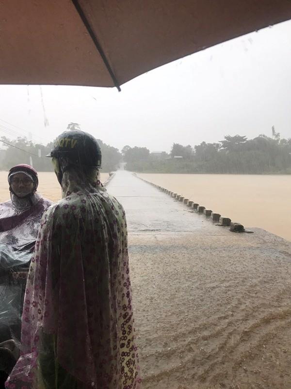 Sau bão số 5: Quảng Ngãi hư hại hơn 400 nhà, sóng đánh sập kè ở Bình Định ảnh 9