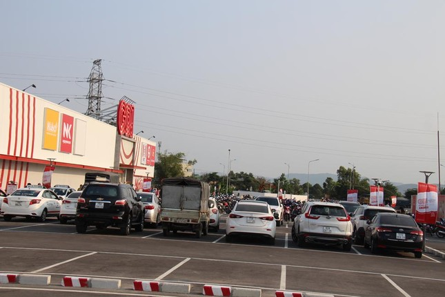 Bất chấp dịch COVID-19, siêu thị ở Quảng Ngãi vẫn tưng bừng khai trương ảnh 4