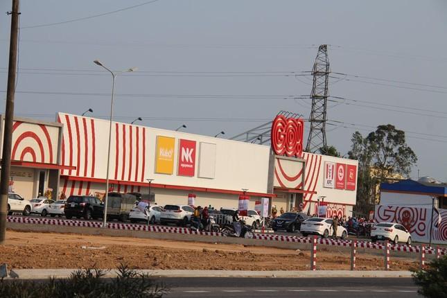 Buộc siêu thị ở Quảng Ngãi tạm dừng sau một ngày khai trương rầm rộ ảnh 1