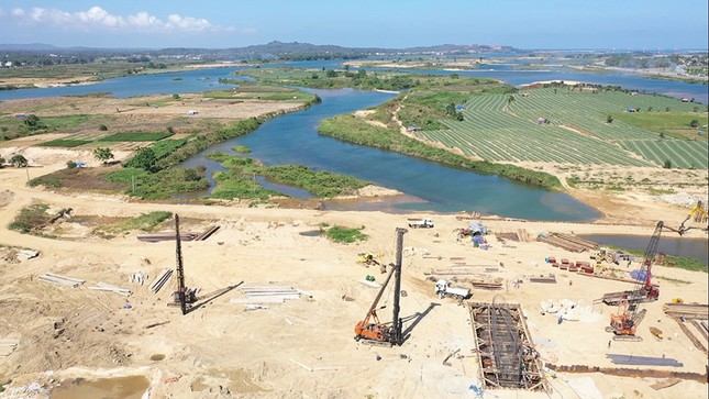 Chủ tịch Quảng Ngãi yêu cầu rà soát lại dự án 1.500 tỷ đang thi công ảnh 3