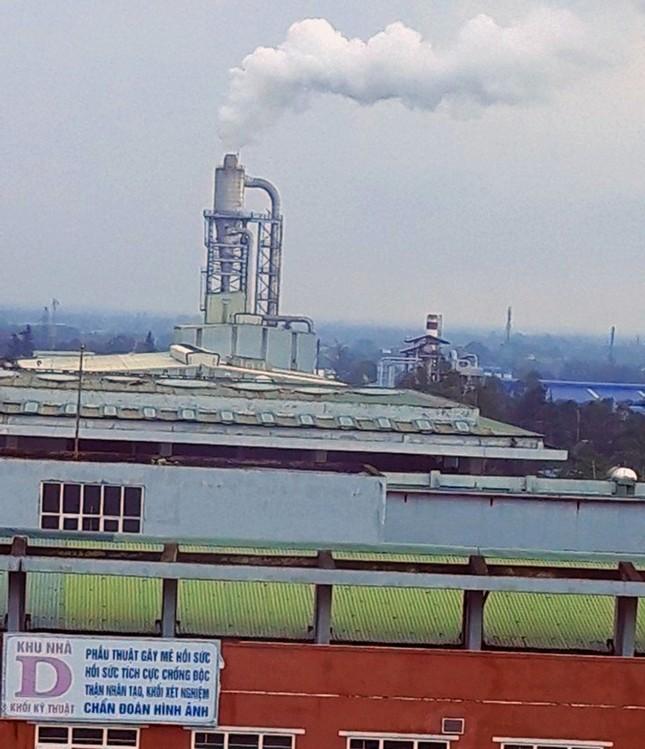 Ống khói nhà máy xả vào bệnh viện tỉnh Quảng Trị ảnh 1