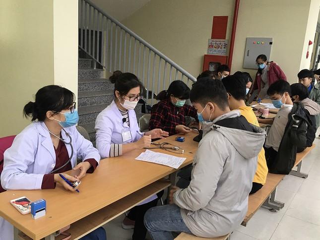 Mặc giá lạnh, sinh viên Đà Nẵng xếp hàng hiến máu ảnh 3