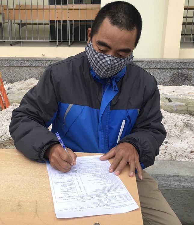 Mặc giá lạnh, sinh viên Đà Nẵng xếp hàng hiến máu ảnh 6