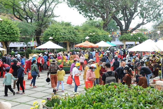 'Phiên chợ Tết xưa 0 đồng' cho người nghèo nơi phố cổ Hội An ảnh 4
