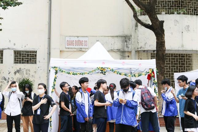 Hà Nội: Tìm hiểu lịch sử với lễ hội văn hóa độc đáo của teen THPT Chuyên Sư phạm ảnh 4
