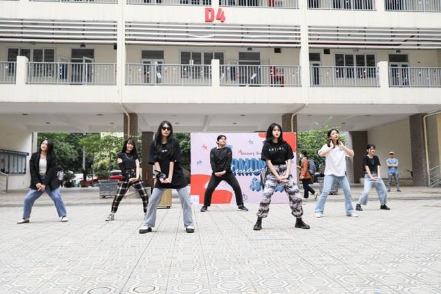 Hà Nội: Tìm hiểu lịch sử với lễ hội văn hóa độc đáo của teen THPT Chuyên Sư phạm ảnh 5