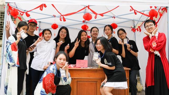 Hà Nội: Tìm hiểu lịch sử với lễ hội văn hóa độc đáo của teen THPT Chuyên Sư phạm ảnh 2