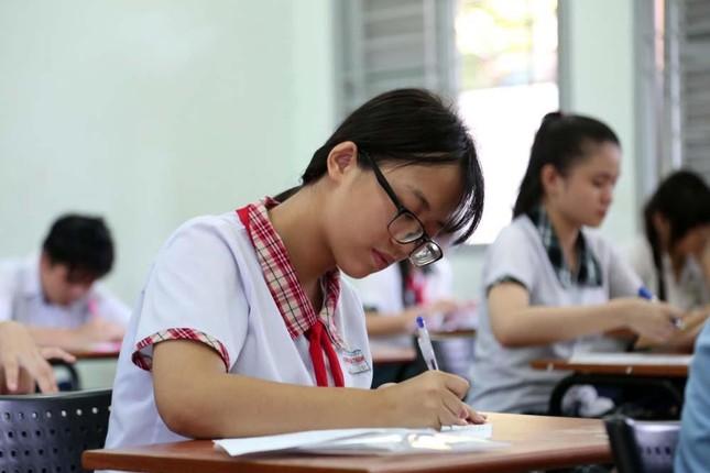 Tuyển sinh lớp 10 TP.HCM: Hơn 31% học sinh sẽ không có chỗ trong các trường công lập ảnh 1