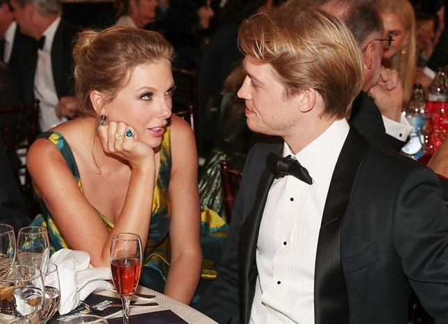 Bạn trai Taylor Swift được công nhận đoạt giải Grammys: Một kèn vàng, hai người vui ảnh 2