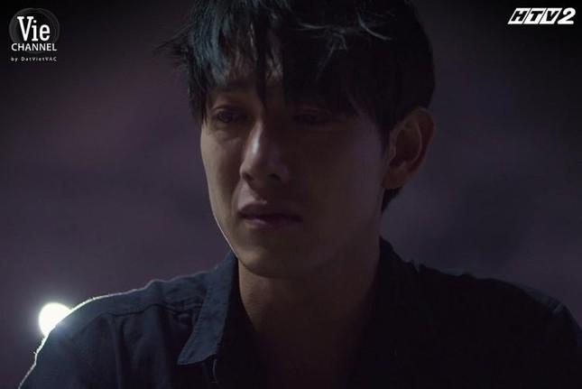 """Song Luân khiến khán giả """"nổi da gà"""" vì diễn xuất nhập tâm trong tập 2 """"Cây Táo Nở Hoa"""" ảnh 2"""