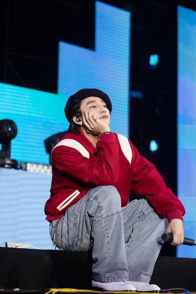 """Sơn Tùng M-TP tung clip hát live sản phẩm mới, Trung Quân Idol bất ngờ vào """"trách yêu"""" ảnh 3"""