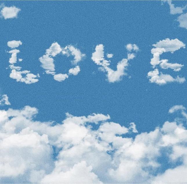 """Sơn Tùng nói về tình yêu, Thiều Bảo Trâm ngay lập tức đăng 43 tấm ảnh """"LOVE"""" ngọt ngào ảnh 4"""