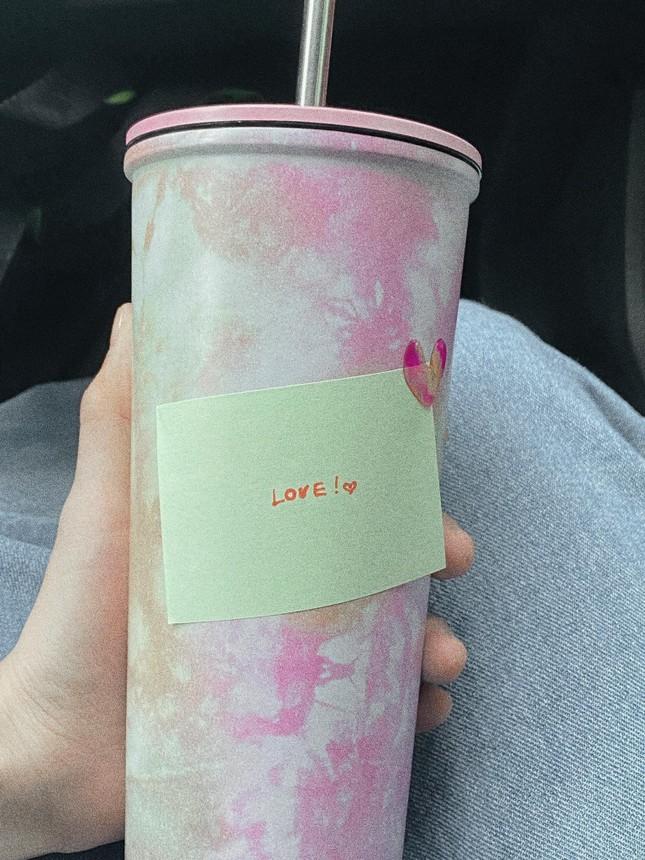 """Sơn Tùng nói về tình yêu, Thiều Bảo Trâm ngay lập tức đăng 43 tấm ảnh """"LOVE"""" ngọt ngào ảnh 2"""