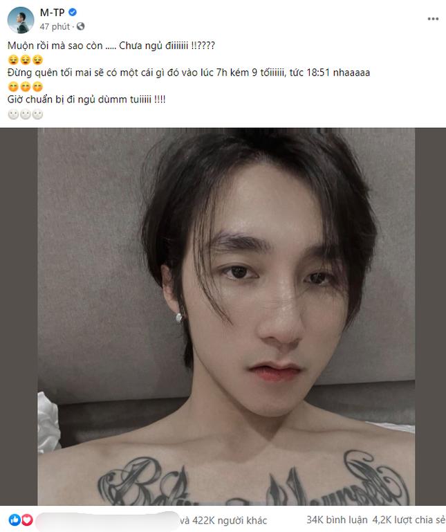 Cuối cùng Sơn Tùng M-TP đã chịu đăng ảnh trước nửa đêm, mới 3 phút đã hơn 100 ngàn like ảnh 1