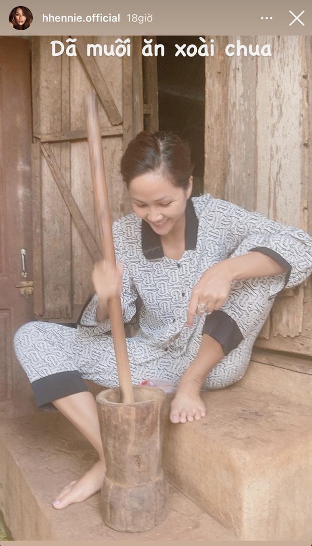 H'Hen Niê, Minh Tú, Võ Hoàng Yến: Tìm thú vui khác thay vì du lịch nơi xa vào dịp lễ ảnh 1