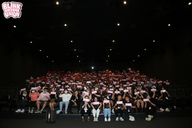 """BLINKs Sài Gòn mừng sinh nhật muộn của BLACKPINK với quy mô """"mini concert"""" ảnh 4"""