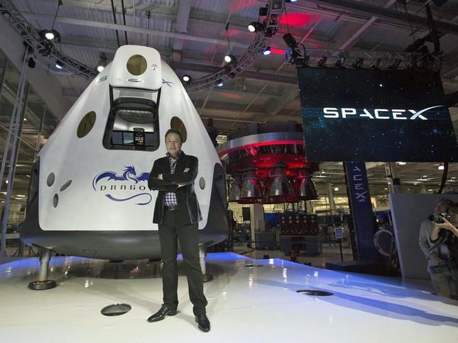 """Tỷ phú Elon Musk sắp phóng tàu vũ trụ nhưng dân tình lại chỉ """"thả tim"""" điều nhỏ xíu này ảnh 2"""