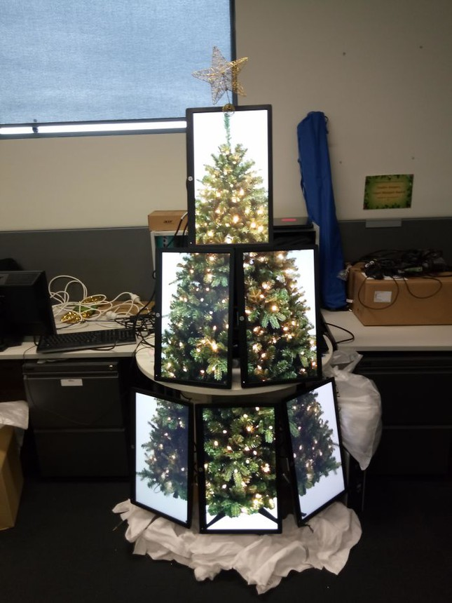 """Tuyển tập màn trang trí cây thông """"đỉnh cao"""" đến mức ông già Noel cũng... cười ra nước mắt ảnh 10"""