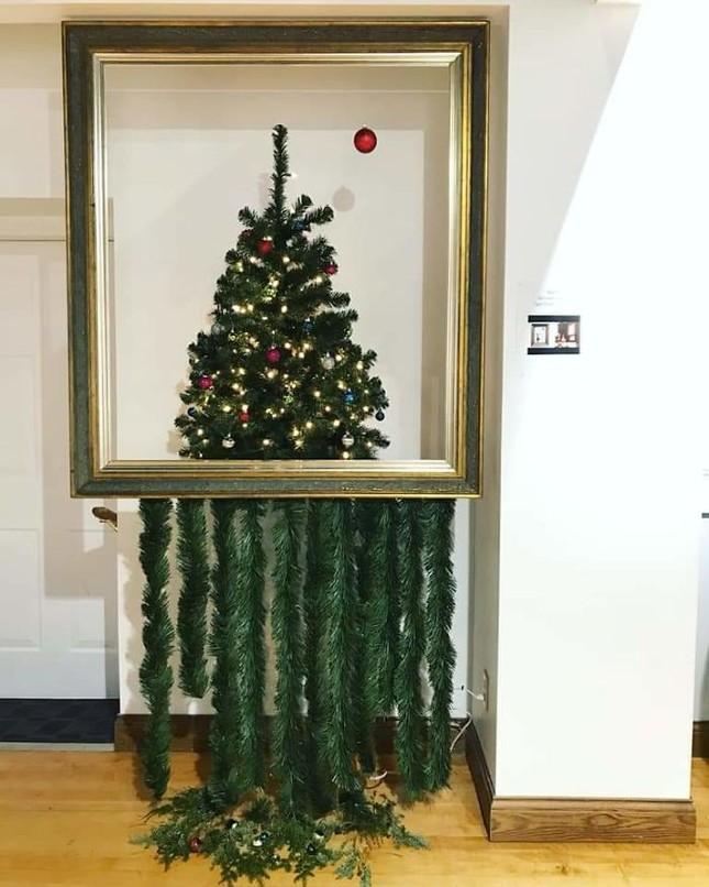 """Tuyển tập màn trang trí cây thông """"đỉnh cao"""" đến mức ông già Noel cũng... cười ra nước mắt ảnh 5"""