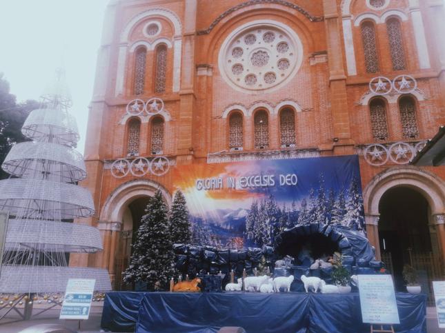 Đón mùa Giáng sinh bình yên trong không gian lung linh của những nhà thờ cổ kính ảnh 1