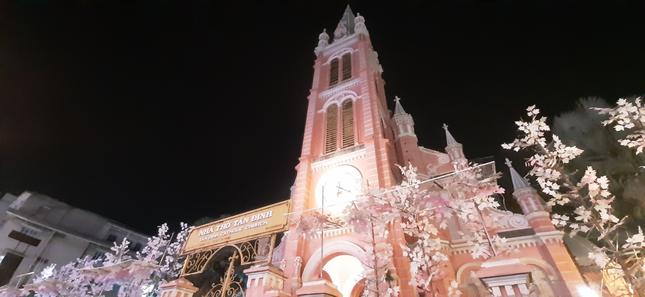 Đón mùa Giáng sinh bình yên trong không gian lung linh của những nhà thờ cổ kính ảnh 3