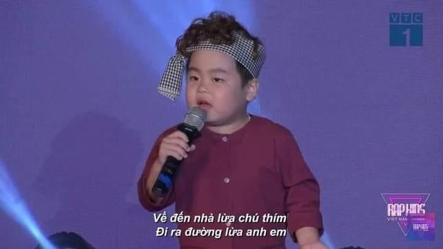 """""""Rap Kids"""" gây tranh cãi vì câu từ nhạy cảm trên fanpage và trong phần thi của thí sinh ảnh 2"""