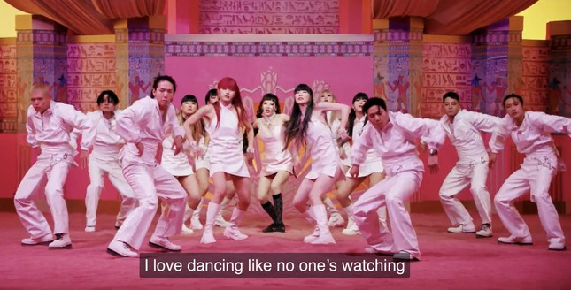 """IU - HyunA đồng loạt comeback, dân tình tấm tắc """"Mỗi người một vẻ, mười phân vẹn mười"""" ảnh 8"""