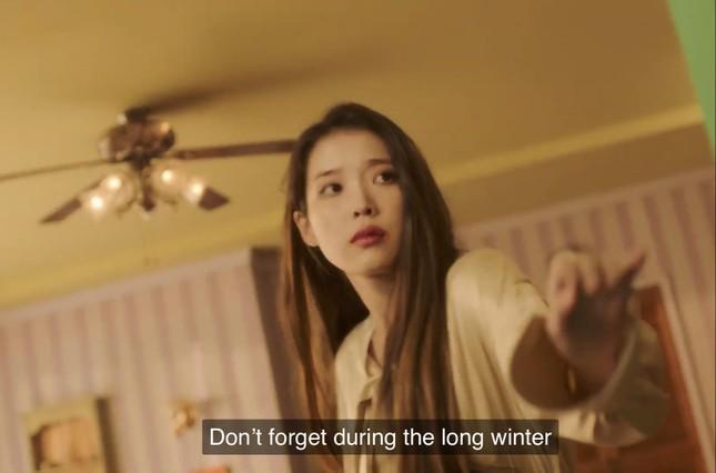 """IU - HyunA đồng loạt comeback, dân tình tấm tắc """"Mỗi người một vẻ, mười phân vẹn mười"""" ảnh 1"""