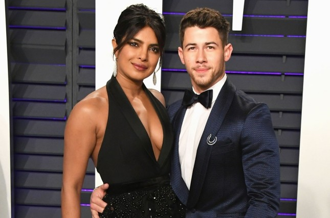 """Lãng mạn như Nick Jonas: Vừa phát hành đĩa đơn đã vội quay sang """"dỗ ngọt"""" vợ bằng album mới nhất ảnh 2"""