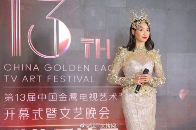 """Cận cảnh bộ váy Nữ thần Kim Ưng """"dìm"""" dáng vóc Tống Thiến thê thảm ảnh 5"""