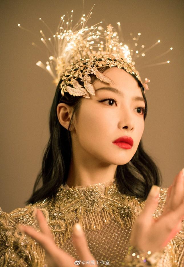 """Hình ảnh """"Nữ thần Kim Ưng"""" Tống Thiến do studio đăng tải khác một trời một vực ảnh thực tế ảnh 1"""