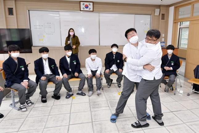 Hàn Quốc: Nhiều trường cho học sinh mặc đồng phục lấy cảm hứng từ hanbok từ tháng 11 ảnh 5