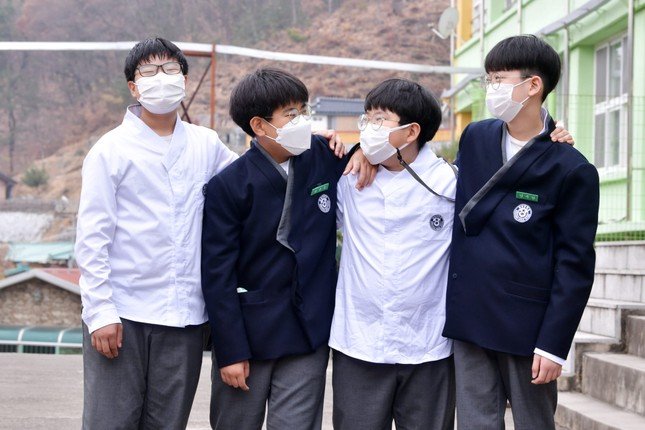 Hàn Quốc: Nhiều trường cho học sinh mặc đồng phục lấy cảm hứng từ hanbok từ tháng 11 ảnh 6